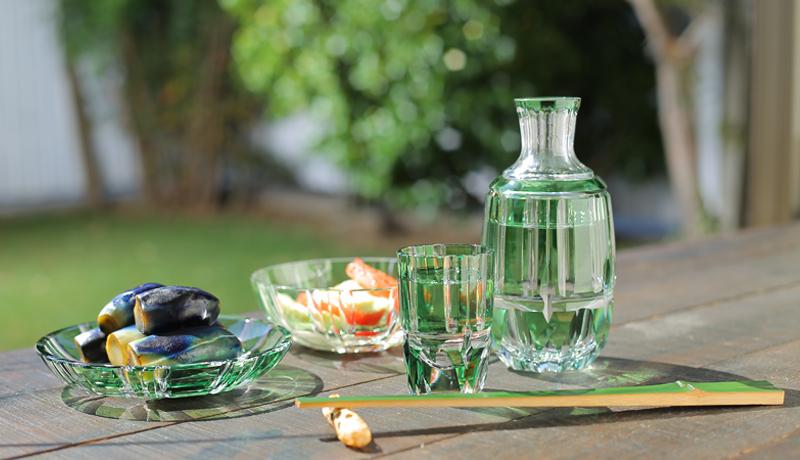 鮮やかな緑の創作切子「竹の膳」で、夏の食卓を涼やかに