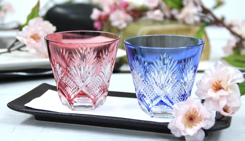 清々しい透明感のペアグラスで、春のお花見を華やかに